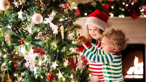 arbol de navidad el decalogo   sea seguro  los ninos