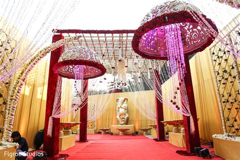 floral decor in mumbai indian wedding by flgroe studios