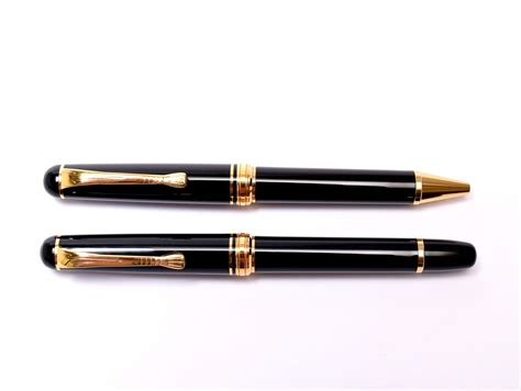 Offered here is extremely rare, herlitz bugatti fountain and ballpoint pen set, which was the only flagship pen this company had for years. 1980 Made in W. Germany Herlitz Bugatti Black Resin & 24K ...