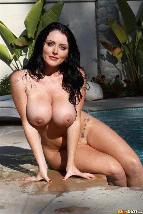Bikini Riot Sophie Dee In Pool
