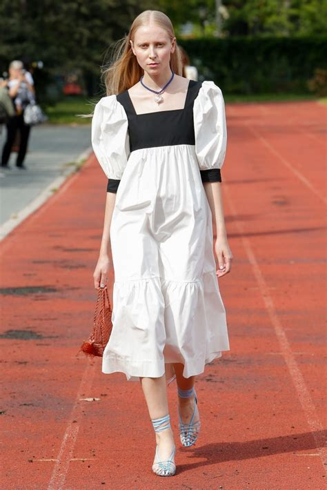 Spring 2018 Runway Fashion Trend - Puff Sleeves ...