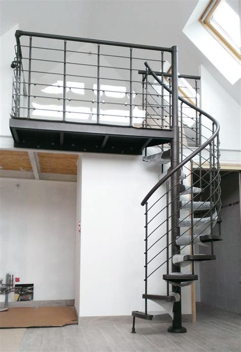 pose d un escalier casting pour acc 233 der 224 une mezzanine