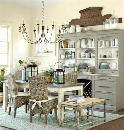 Les meubles en rotin sont le thème du jour!