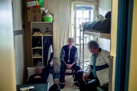comment vit on dans une prison surpeupl 233 e le point