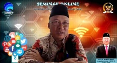 Kominfo mengadakan webinar dengan tema