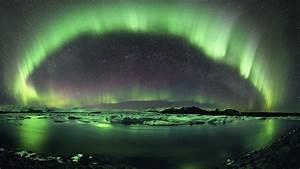 Aurora night sky green light wallpaper