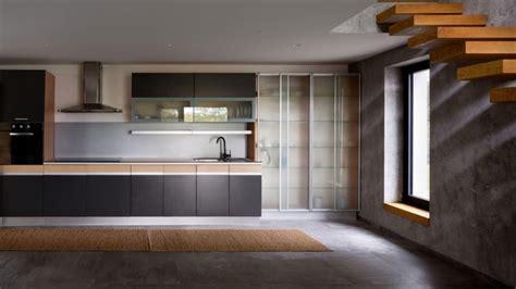 cuisine effet beton carrelage effet béton ciré et plancher en bois dans une