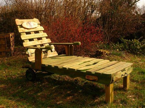 le bois de la chaise chaise longue et palettes recyclees