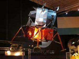 Parachute Module Moon Landing - Pics about space