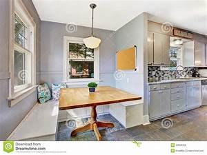 interieur de piece de cuisine avec la petite salle a With salle À manger contemporaine avec la cuisine