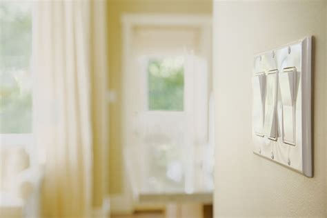 what to do if your wall switch makes a buzzing sound