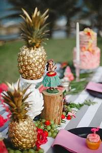 Deco Table Tropical : 30 chic aloha tropical bridal shower ideas deer pearl flowers ~ Teatrodelosmanantiales.com Idées de Décoration
