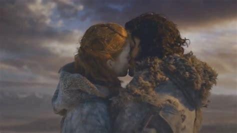 Jon Snow E Ygritte Escalan El Muro
