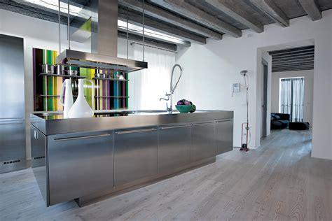 cuisines inox cuisine inox au design acier monolithique assumé atelier