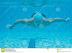 Swimming Underwater Royalty Free Stock Photos - Image ...