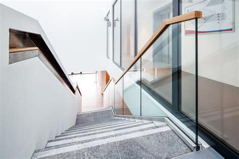 Glasgeländer Treppe Preis by Ganzglasgel 228 Nder Treppe Eislingen Stahlbau N 228 Gele