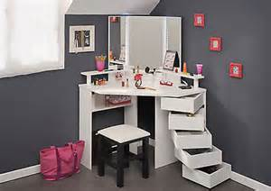 Makeup Vanity Desk With Lighted Mirror by White Makeup Table And Vanity Desk Selection For Your Room