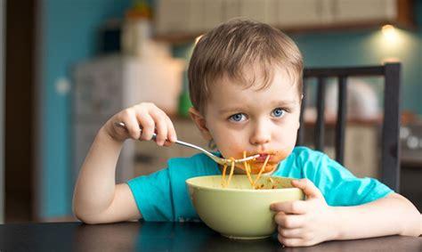 Bērnu uzturs: saldumus ēd katru dienu, veselīgus produktus ...