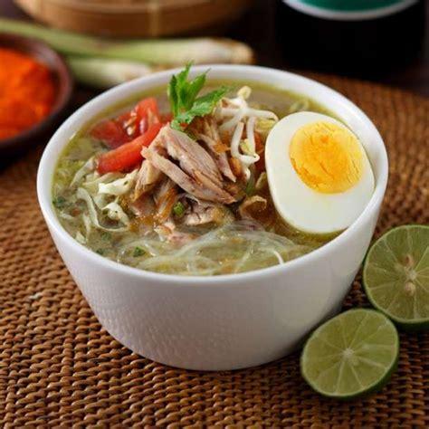 Menikmati sajian resep masakan soto ayam yang satu ini selagi masih panas memang lebih lezat dan sangat menggugah selera, apalagi di saat udara sedang dingin. Resep Cara membuat Soto Ayam Kecap Bango | RESEP123