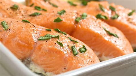 cuisiner un filet de saumon recette saumon farci au fromage frais et préparation