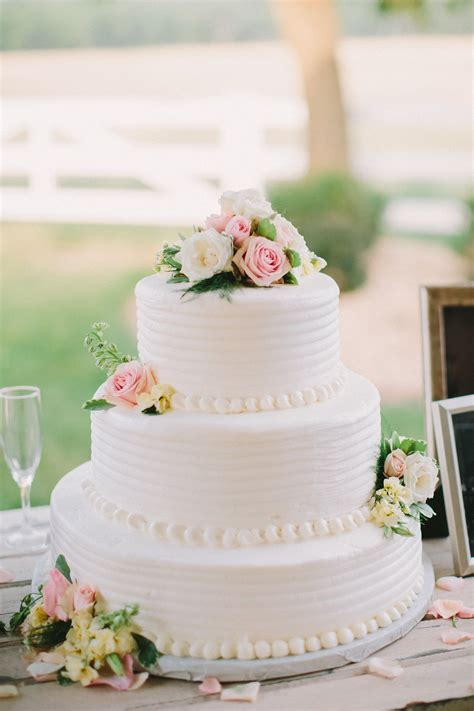 Charming Rustic Outdoor Wedding Wedding Cakes Gateau