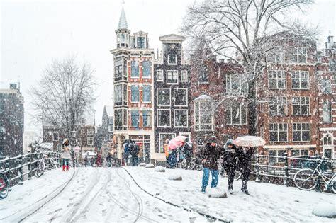 15 Dreamy Photos Of Snow In Amsterdam Globonaut