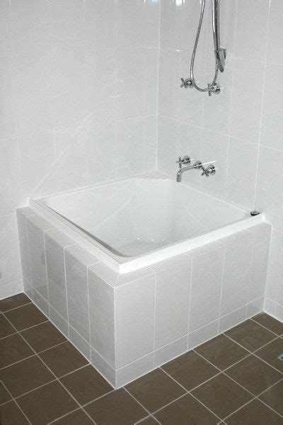 showers  tubs  tiny homes small bathroom