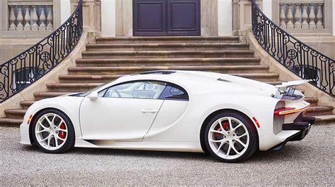 El color está presente en cada detalle de la silueta. Bugatti Chiron Hermes, esemplare unico di missile da passerella