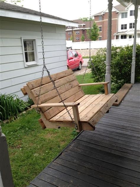 Eye catching DIY Reclaimed Pallet Porch Swing Ideas