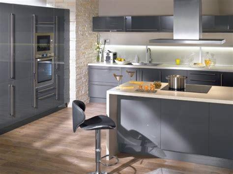 cuisine blanc et gris aménagement déco cuisine gris et blanc