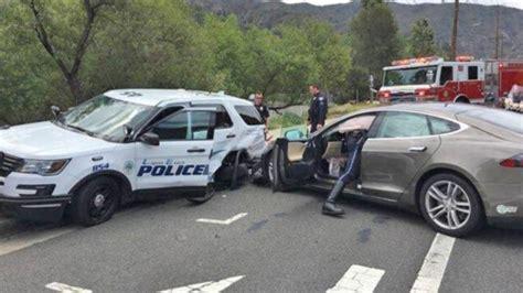 Tesla Model S Crash by Usa Une Tesla Model S En Mode Autopilot Percute Une
