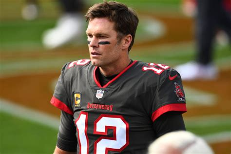 Tom brady makes history, patrick mahomes hurt as final four is set in the nfl. Tom Brady Reveals the Truth Behind Nick Foles Snub in Week ...