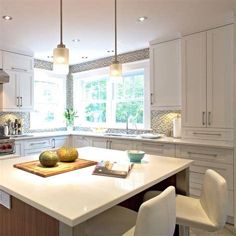 armoire de cuisine en pin cuisine contemporaine blanche en merisier et ilot en noyer