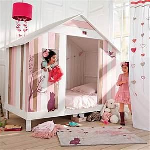 Lit Bébé Maison Du Monde : un lit cabane rose pour filles de chez maisons du monde ~ Teatrodelosmanantiales.com Idées de Décoration