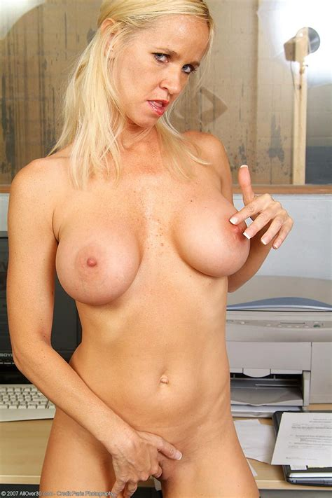 Busty Secretary Totally Tabitha Free Cougar Sex