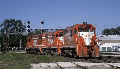 tpw railway gp35 locomotives at gilman il