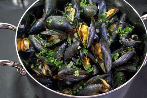 cuisiner le celeri moules marinières recette des moules à la marinière et