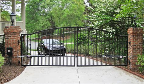 kinds of gates photos different types of driveway gates news tips tricks
