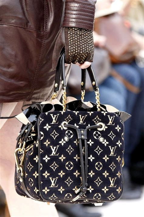 louis vuitton fall  ready  wear fashion show louis vuitton louis bag louis vuitton bag