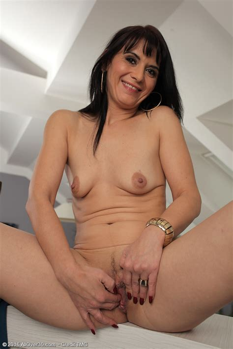Mature Pictures Featuring 42 Year Old Gracia Saluda From Allover30