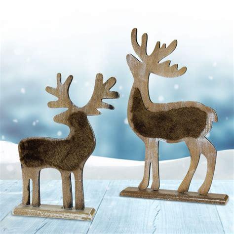 weihnachtsdeko mit holz deko rentier aus holz mit gravur traditionelle weihnachtsdeko