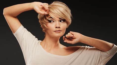 Short Hairstyles For Round Faces Over 50