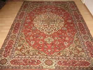 excellent tapis oriental tabriz xxe siecle vers 1980 With tapis oriental avec housse canapé 180 cm