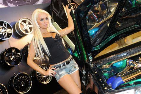 booth ladies    essen motor show carscoops