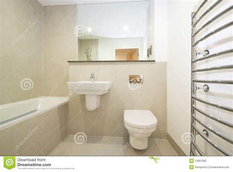 Modernes Badezimmer Ensuie In Der Beige Stockfoto Bild