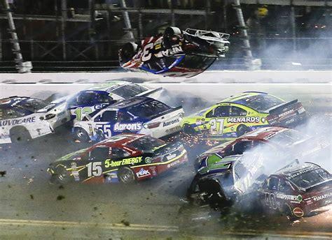 Race Car Wreck by Daytona Race Ends In Terrifying Car Crash Business Insider