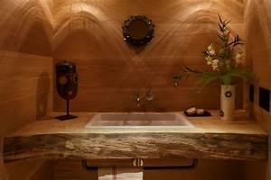 Waschtisch Holz Rustikal : stilvolle einrichtung mit exotischer deko altbau bekommt neuen look ~ Frokenaadalensverden.com Haus und Dekorationen