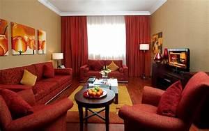 deco peinture salon avec meuble marron With tapis rouge avec canapé et fauteuil salon