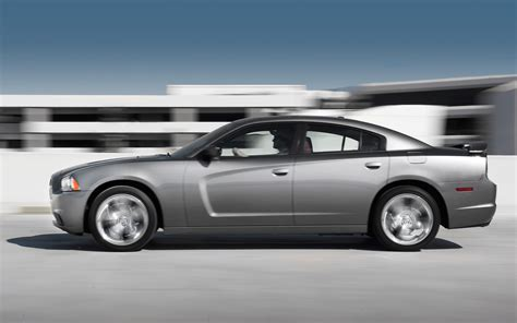 2018 Dodge Charger Sxt Plus First Test Motor Trend