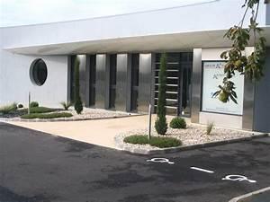 Arbuste devant maison obasinccom for Amenagement terrasse exterieure design 2 gilbert lebreton paysagiste rocheserviere 85 gilbert